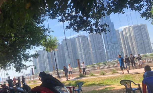 Nhảy từ cầu Sài Gòn xuống sông tự tử, nam thanh niên tự bơi rồi chới với kêu cứu-3