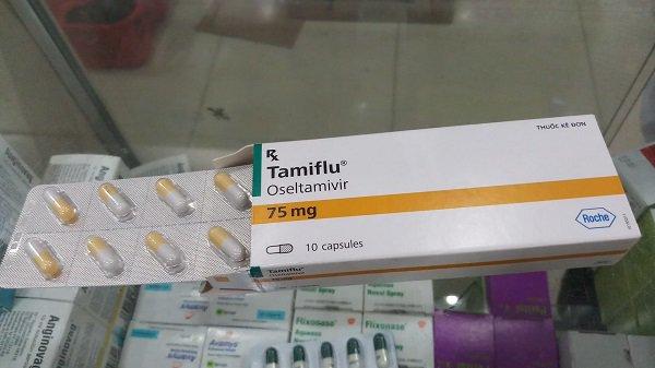 Trẻ ồ ạt nhập viện, thuốc điều trị cúm tăng từ 45.000 đến 180.000 đồng/viên vẫn không có để bán-3