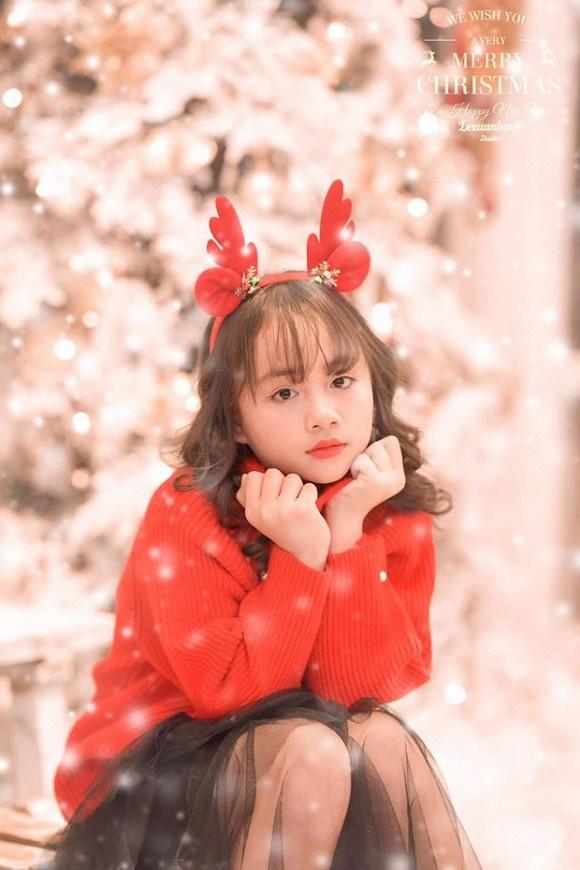 Bé Bống Hoa hồng trên ngực trái khiến dân tình ngây ngất khi khoe bộ ảnh mừng Giáng sinh-2