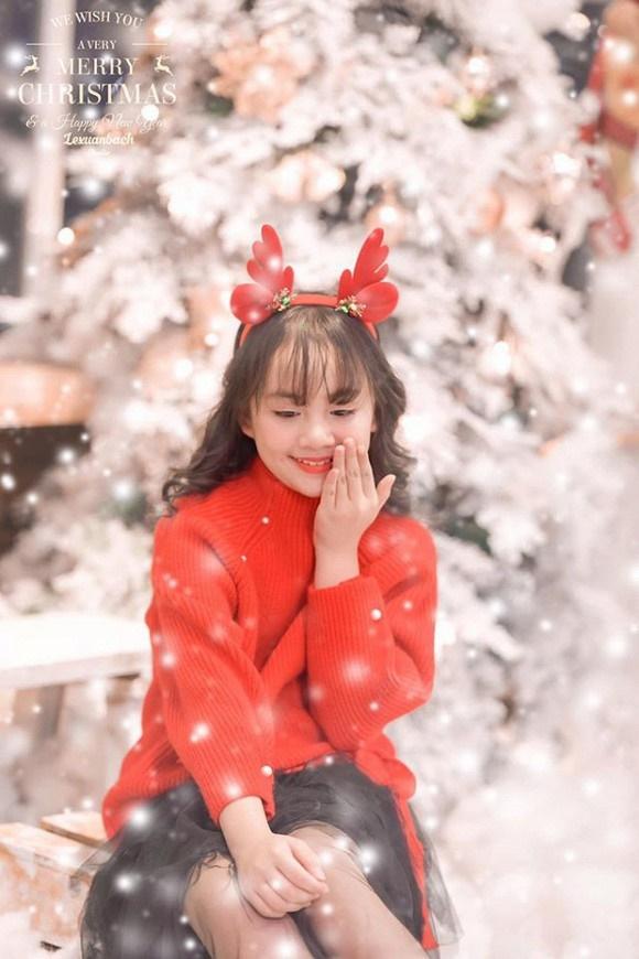 Bé Bống Hoa hồng trên ngực trái khiến dân tình ngây ngất khi khoe bộ ảnh mừng Giáng sinh-4