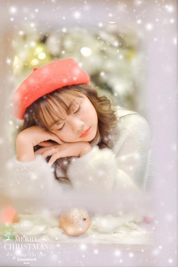Bé Bống Hoa hồng trên ngực trái khiến dân tình ngây ngất khi khoe bộ ảnh mừng Giáng sinh-5