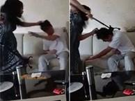 Cảnh vợ túm tóc, dùng gậy đánh chồng tới tấp trong khi nạn nhân kêu rên đau đớn gây xôn xao cộng đồng mạng