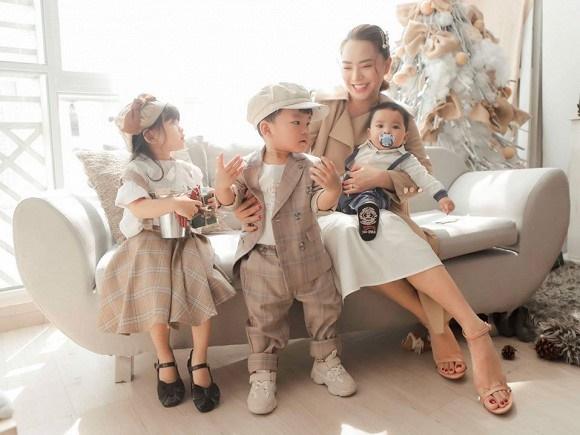 Hải Băng hạnh phúc bên ba con trong bộ ảnh đón Noel-2
