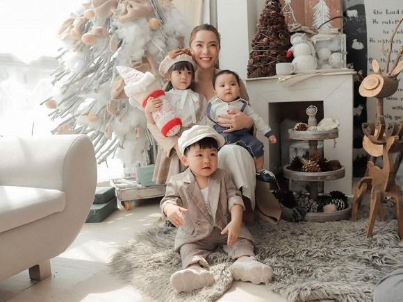 Hải Băng hạnh phúc bên ba con trong bộ ảnh đón Noel-3