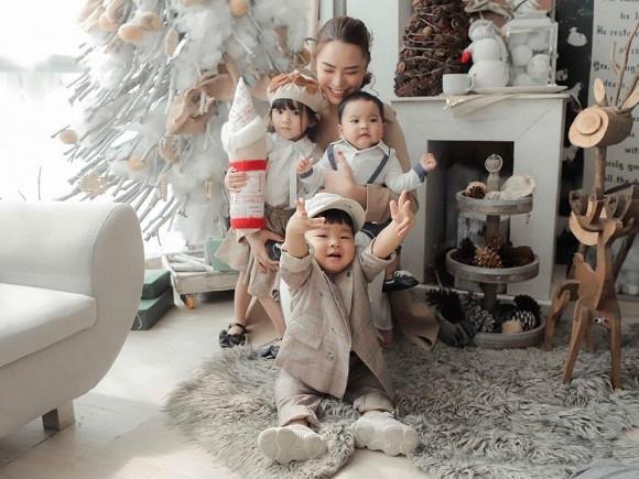 Hải Băng hạnh phúc bên ba con trong bộ ảnh đón Noel-4