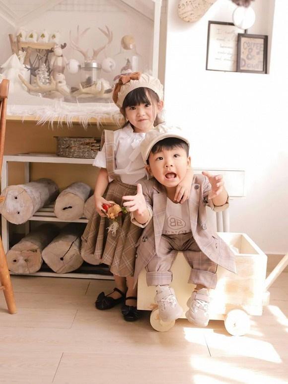 Hải Băng hạnh phúc bên ba con trong bộ ảnh đón Noel-8