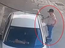 Tài xế ôtô vào đổ xăng rồi quỵt tiền
