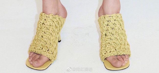 Với style của Phượng Chanel, chắc chắn sẽ rất ưng ý mẫu giày mì tôm vừa được ra mắt đã hot – hòn – họt này-2