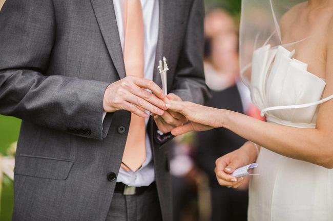 Câu chuyện kì lạ về chiếc nhẫn cưới gây bão mạng chỉ sau 7 giờ đăng tải: Chồng chấn thương sọ não quên tất cả kí ức nhưng lại chỉ nhớ một thứ duy nhất-2