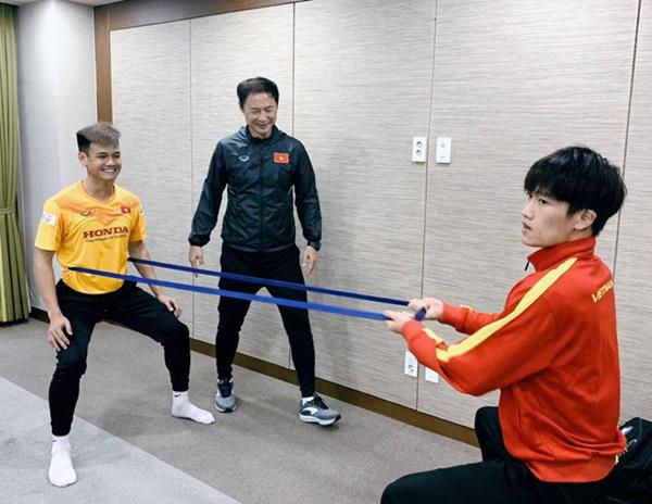 Tin vui từ Hàn Quốc: Quang Hải đã hồi phục chấn thương, tập luyện bình thường cùng U23 Việt Nam-4