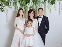 Cô dâu 62 tuổi khoe cả gia đình chụp ảnh cưới, nhan sắc xinh đẹp của con gái cả chiếm spotlight