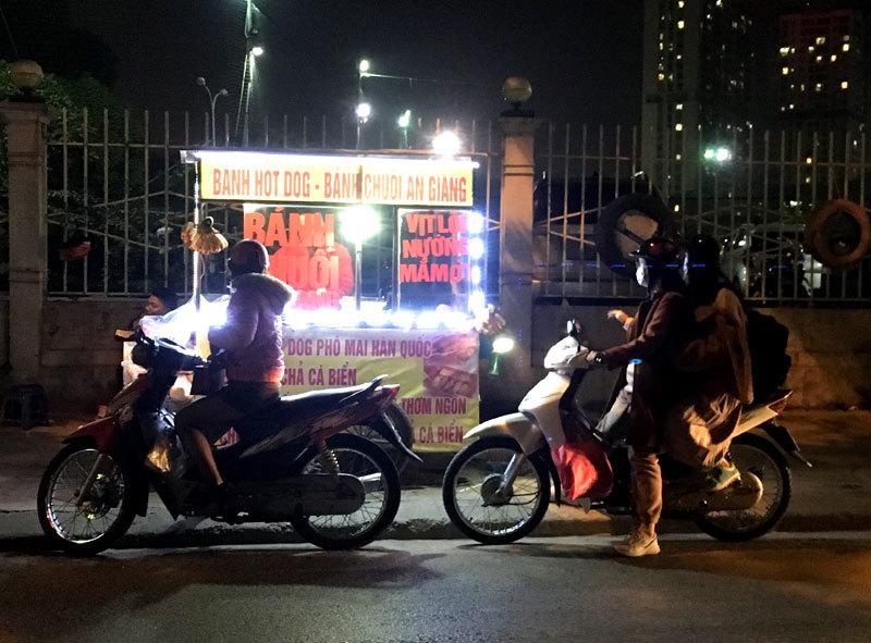 Loại bánh An Giang gây sốt, bán dạo vỉa hè Hà Nội thu 70 triệu/tháng-3