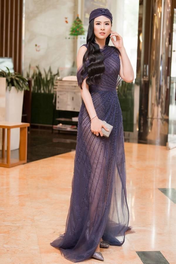 Hoa hậu Ngọc Hân mặc váy xuyên thấu gợi cảm sau khi rò rỉ ảnh dạm ngõ-1