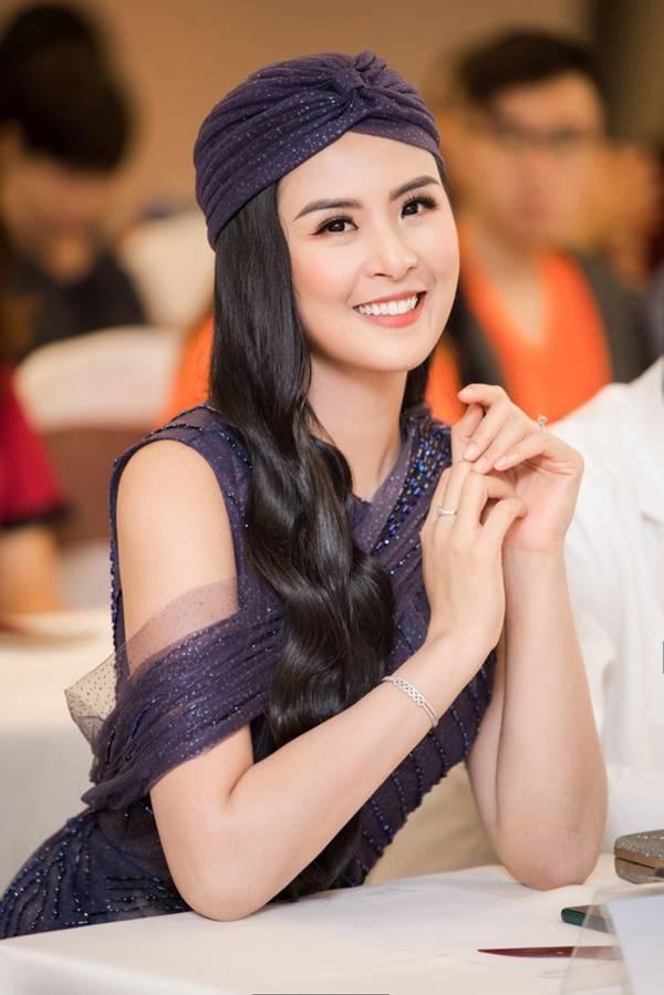 Hoa hậu Ngọc Hân mặc váy xuyên thấu gợi cảm sau khi rò rỉ ảnh dạm ngõ-6