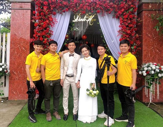 Vợ Phan Văn Đức khoe vòng vàng, nhẫn vàng đầy tay sau lễ ăn hỏi-2