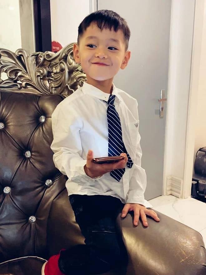 4 nhóc tỳ hot MXH 2019: Con Hà Anh được David Beckham khen, con Đan Trường sống cực sang chảnh-13