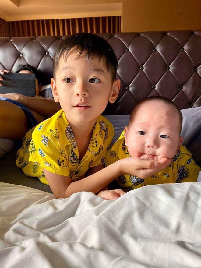 4 nhóc tỳ hot MXH 2019: Con Hà Anh được David Beckham khen, con Đan Trường sống cực sang chảnh-9