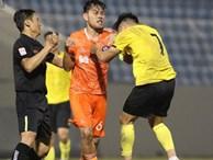 Tuyển thủ Việt Nam đấm nhau với đối phương sau pha phạm lỗi thô bạo ở giải giao hữu