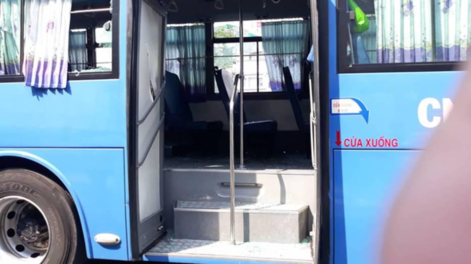 Nguyên nhân nhóm giang hồ chặn xe buýt trước Gigamall ở Sài Gòn đập phá-3