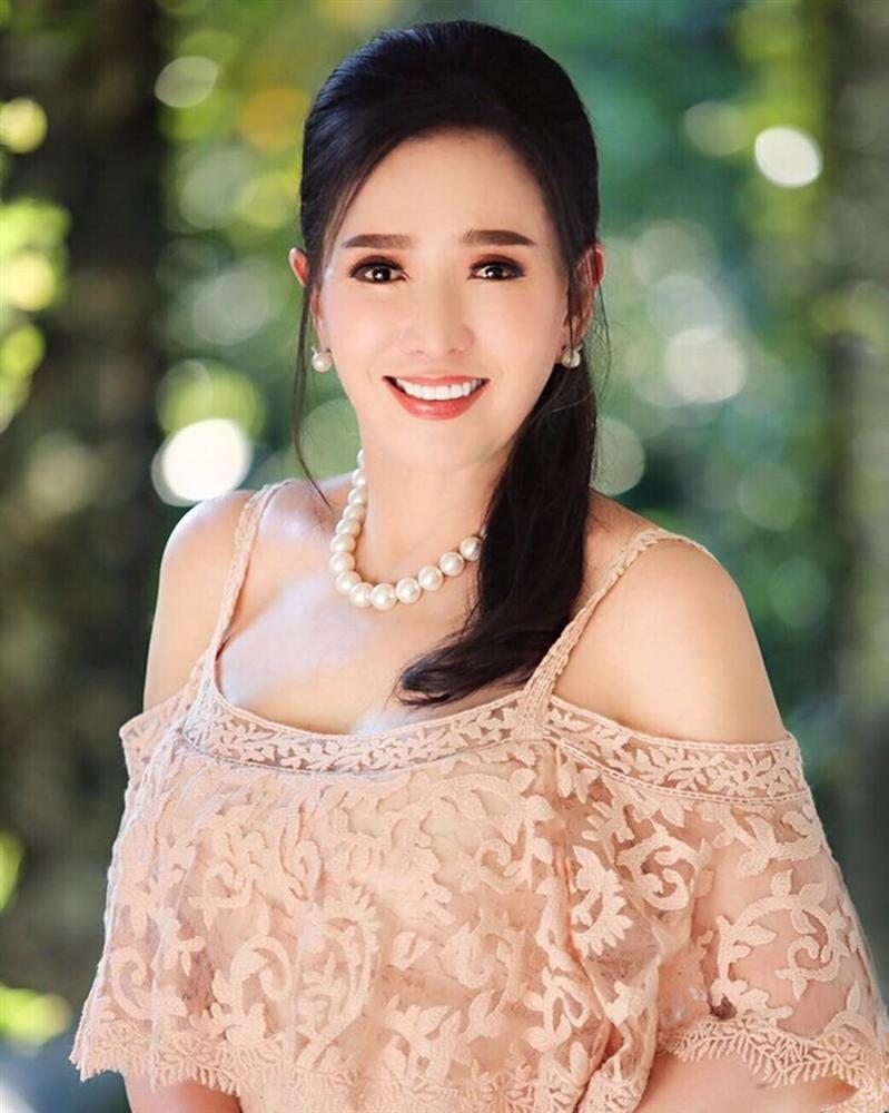 Vẻ ngoài trẻ trung của Hoa hậu Hoàn vũ 72 tuổi-9