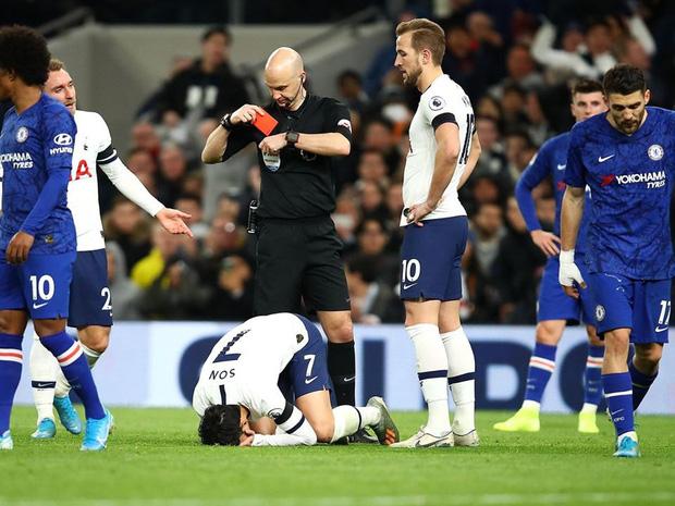 Dân mạng phê phán Son Heung-min dùng nước mắt giả tạo để mua chuộc sự đồng cảm, nhưng anh này là một gã mít ướt chính hiệu: 5 lần cầu thủ hay nhất châu Á khóc ngất trên sân cỏ-3