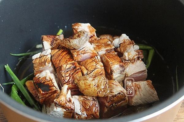Mẹo kho thịt bằng nồi cơm điện đã ngon lại chẳng tốn nhiều công sức nấu-6