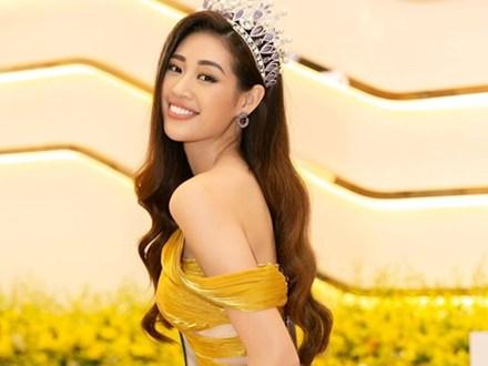 Hoa hậu Khánh Vân mặc quyến rũ, đẹp như nữ thần vẫn tự nhận