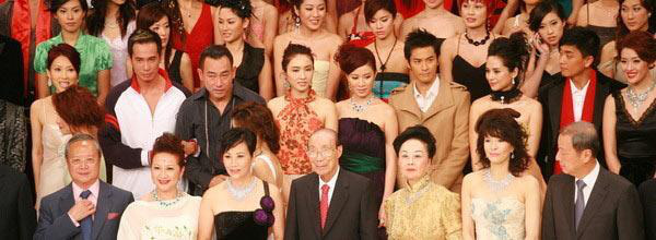 Vụ TVB sa thải 1.000 người: Xót xa hình ảnh huy hoàng của Trịnh Gia Dĩnh - Xa Thi Mạn, nhân viên bị đuổi cố nán lại lần cuối-3