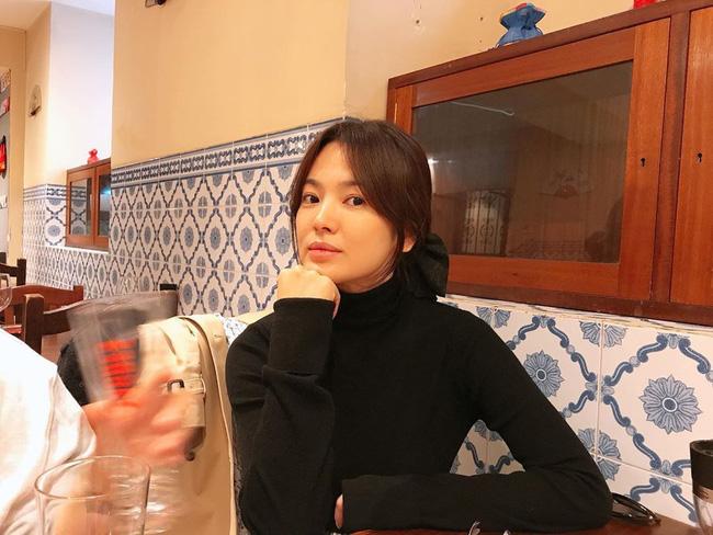 Song Joong Ki lộ diện bên cạnh cô gái bí ẩn sau tin đồn tái hợp Song Hye Kyo-2