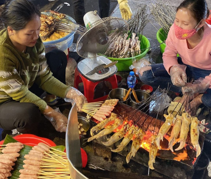 Diệp Lâm Anh ăn không kịp thở ở Hà Nội-5