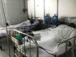Thương tâm: Bình xăng xe phụt cháy khiến người phụ nữ nghèo bỏng nặng, con trai hiếu thảo hiến da cứu mẹ-16