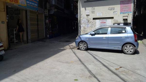Kỹ thuật lái xe ô tô tránh va quệt khi đi vào ngõ nhỏ-2