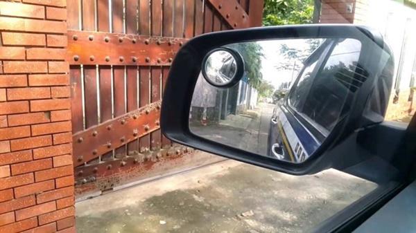 Kỹ thuật lái xe ô tô tránh va quệt khi đi vào ngõ nhỏ-4