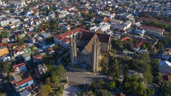 Toàn cảnh hai nhà thờ lớn ở Huế trong dịp Giáng sinh-1