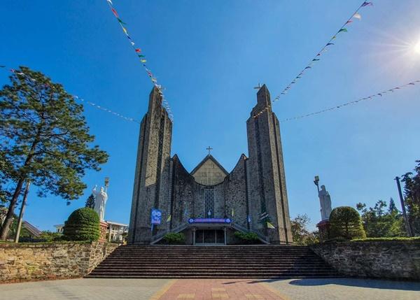 Toàn cảnh hai nhà thờ lớn ở Huế trong dịp Giáng sinh-2