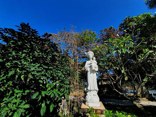 Toàn cảnh hai nhà thờ lớn ở Huế trong dịp Giáng sinh-4