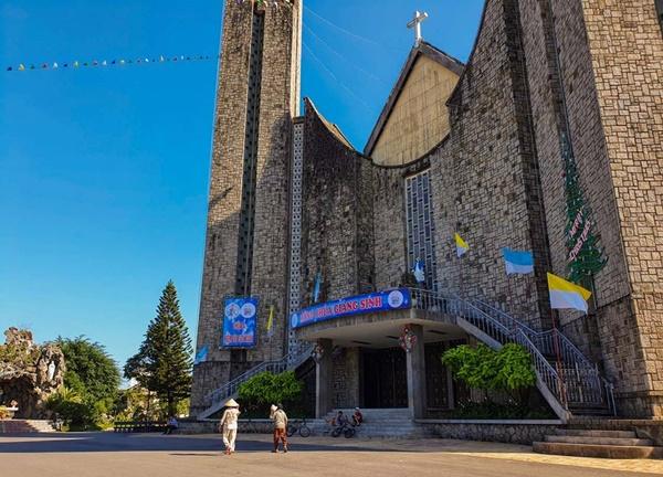 Toàn cảnh hai nhà thờ lớn ở Huế trong dịp Giáng sinh-10
