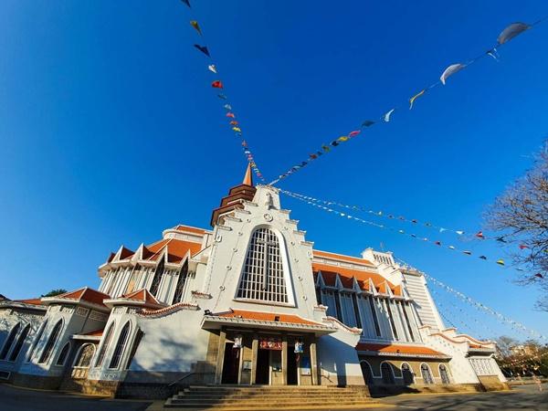 Toàn cảnh hai nhà thờ lớn ở Huế trong dịp Giáng sinh-12