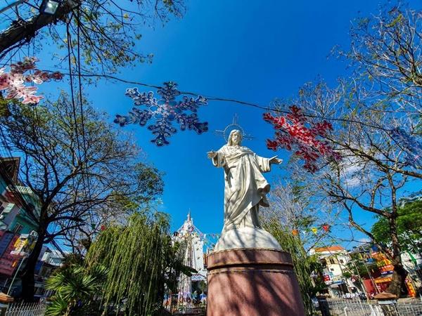 Toàn cảnh hai nhà thờ lớn ở Huế trong dịp Giáng sinh-13