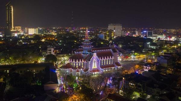 Toàn cảnh hai nhà thờ lớn ở Huế trong dịp Giáng sinh-16