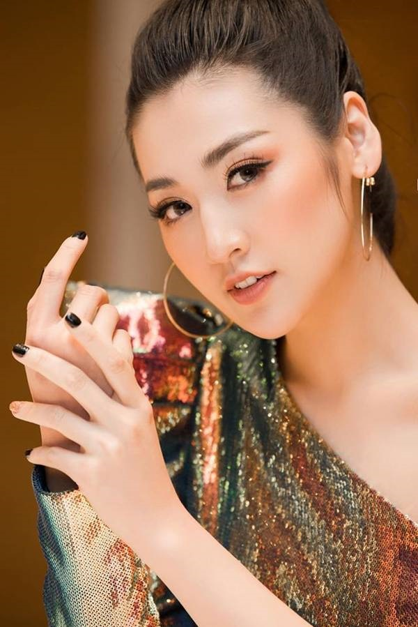 Tường San khoe vai trần yêu kiều, Hoàng Thuỳ bất ngờ cắt tóc ngắn trẻ trung-11