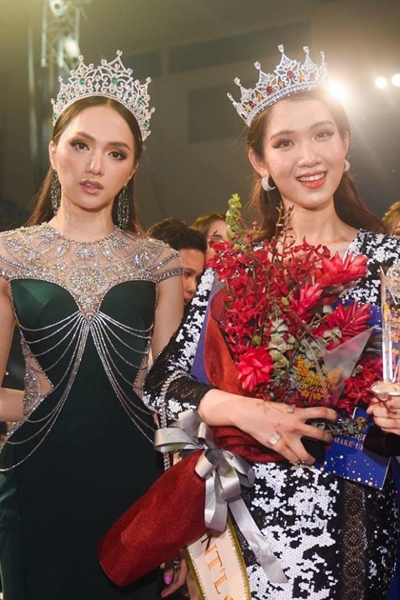 Loạt ảnh diện bikini khoe dáng của người đẹp chuyển giới kế nhiệm Hoa hậu Hương Giang-1