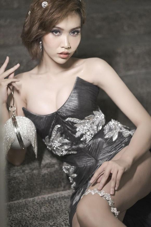 Loạt ảnh diện bikini khoe dáng của người đẹp chuyển giới kế nhiệm Hoa hậu Hương Giang-8