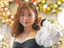 Trai xinh, gái đẹp đón Noel giữa biển người
