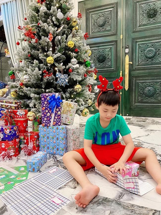 Tự giác làm việc nhà là thế nhưng lúc xin quà Giáng sinh, thánh ăn nhà Đăng Khôi - Thủy Anh lại chỉ thích món đồ rẻ tiền này-1