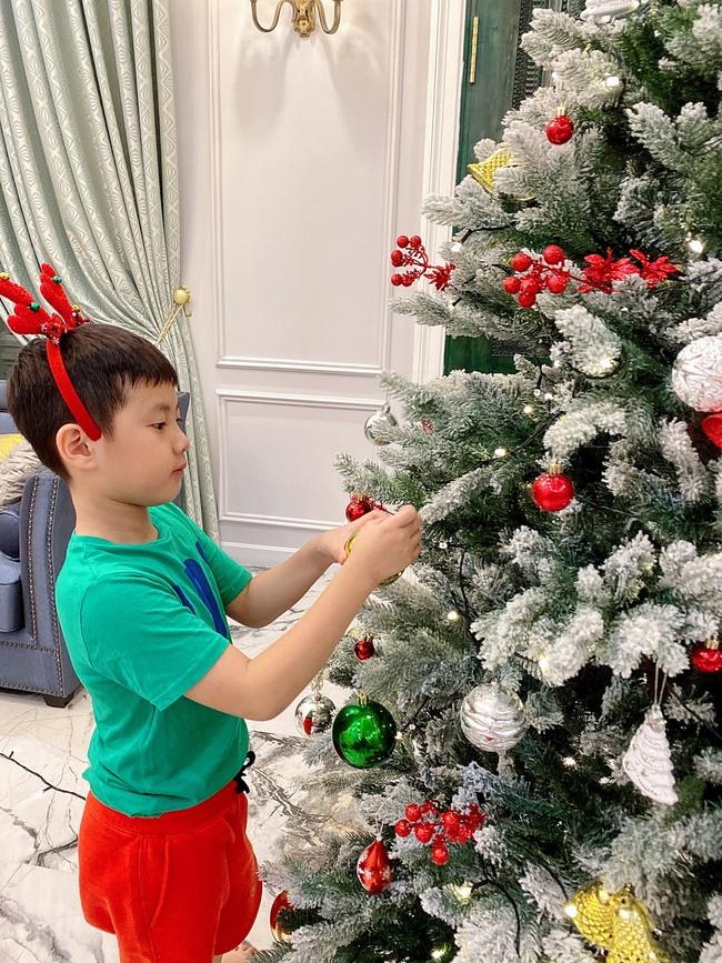 Tự giác làm việc nhà là thế nhưng lúc xin quà Giáng sinh, thánh ăn nhà Đăng Khôi - Thủy Anh lại chỉ thích món đồ rẻ tiền này-2