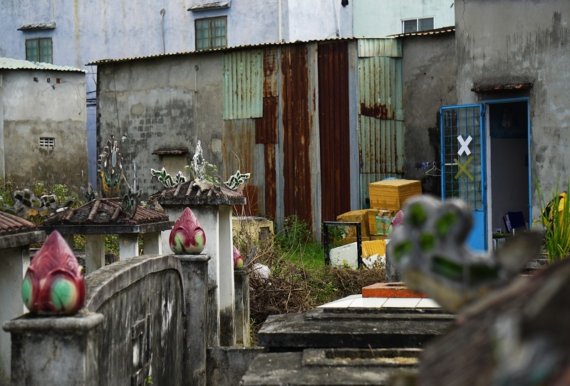 Ớn lạnh khu dân cư 'sống chung với hàng nghìn người chết' ở Đà Nẵng-6