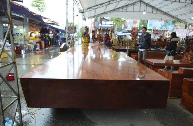 Chiêm ngưỡng những chiếc phản làm bằng gỗ cẩm giá hơn 2 tỷ-1