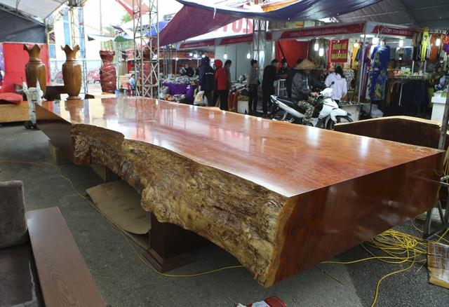 Chiêm ngưỡng những chiếc phản làm bằng gỗ cẩm giá hơn 2 tỷ-2