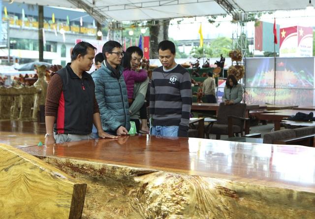 Chiêm ngưỡng những chiếc phản làm bằng gỗ cẩm giá hơn 2 tỷ-5